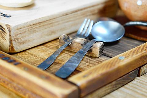 手作りのスプーンとフォーク