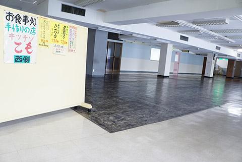 名鉄電車の東岡崎駅の3階