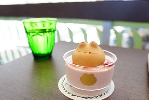 青柳総本家のカエルのミルク風呂の桜
