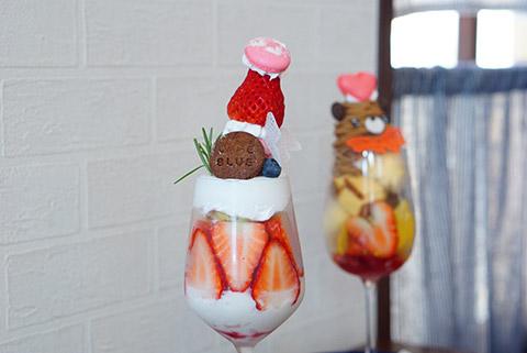 たっぷり苺と杏仁パフェ