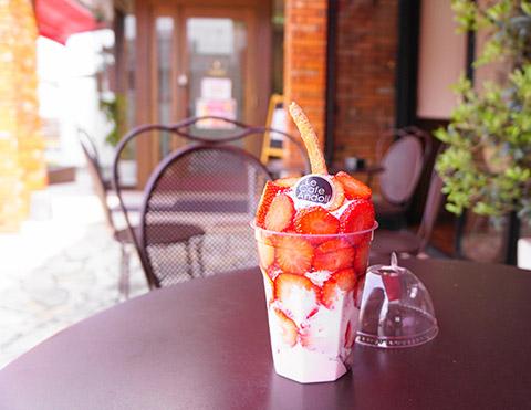 ルカフェアンドールのテイクアウト苺パフェ