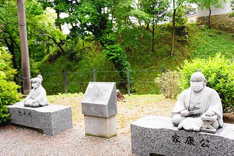 徳川家康公の像もマスク着用