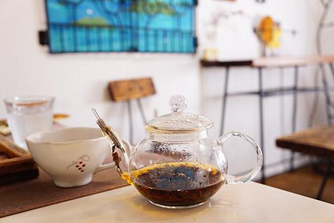 ポットで提供の島紅茶が美味しい