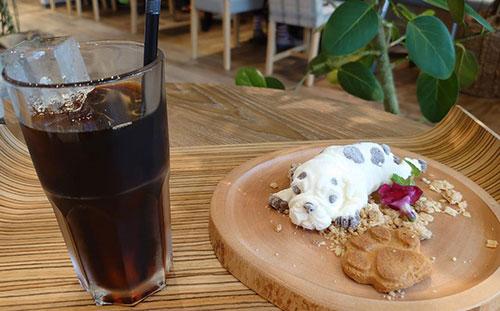 カフェオムレットのドッグアイス
