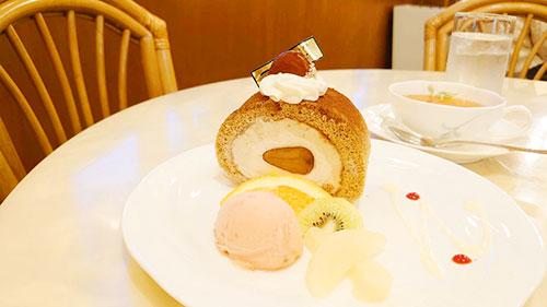 ゼフィールの季節のロールケーキ