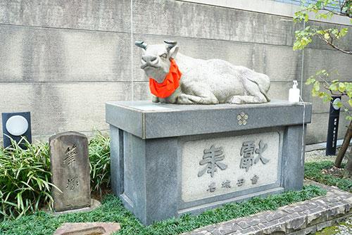 名古屋市中区にある桜天神社の撫で牛