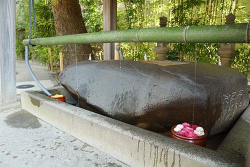 菅生神社の流水式の手水舎