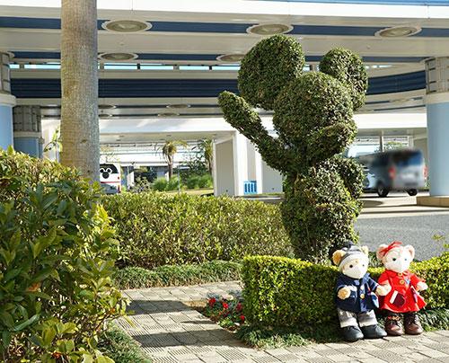 ディズニーアンバサダーホテル前のミッキートピアリー