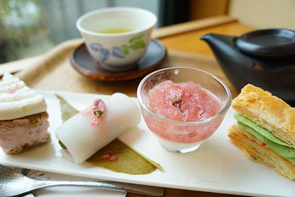 桜とミルクのパンナコッタ