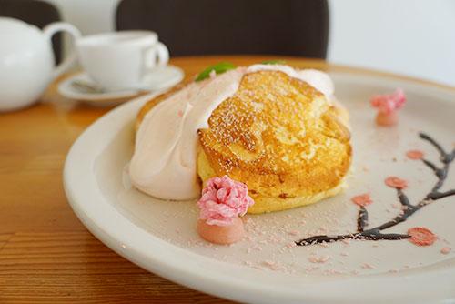ライトカフェの桜のパンケーキ