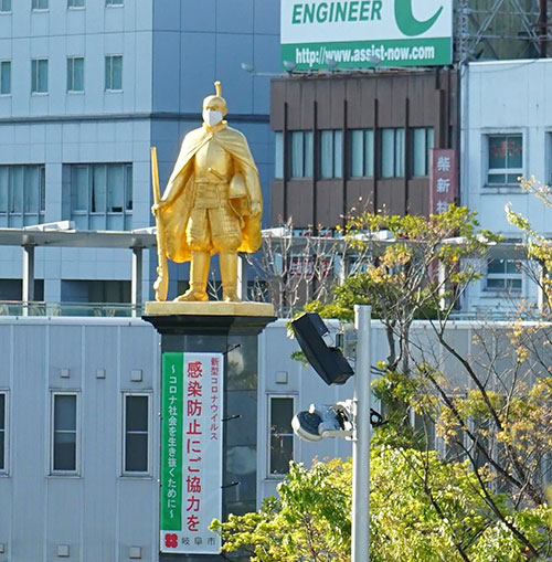JR岐阜駅前の織田信長像