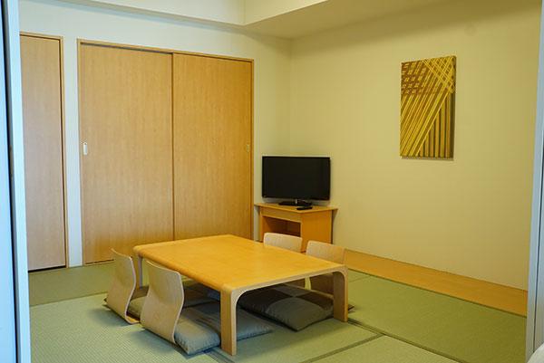 ホテルエミオンの和洋室の和室