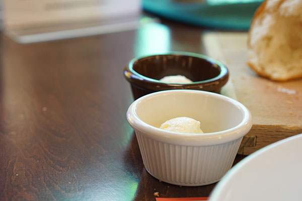 オールドスパゲティファクトリーのランチのパンに付くバター