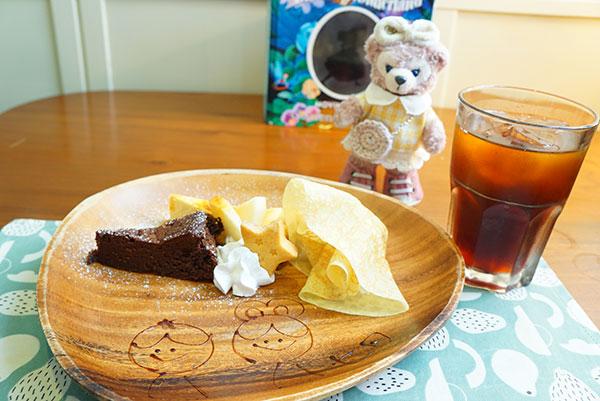 ランチタイム、食後のケーキプレート