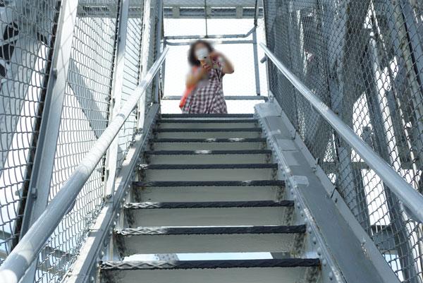階段で展望フロアーまで