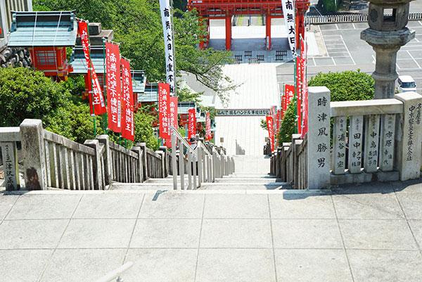 犬山成田山本殿から降りる階段