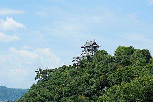 ある晴れた日の犬山城