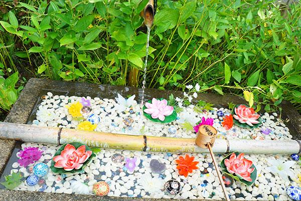 二尊院の花玉手水