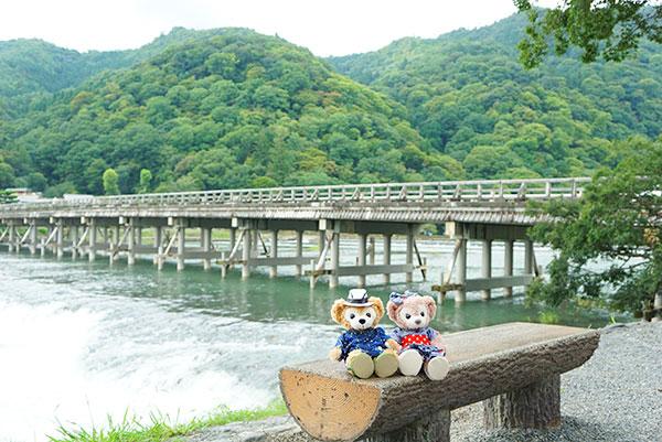 渡月橋をばっくに撮影