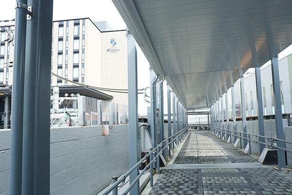 梅小路京都西駅から連絡通路でつながっているホテルエミオン京都
