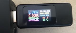 一緒に購入したUSBチェッカーで測定。きっちり5V出てますね!
