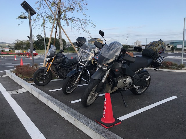 道の駅足柄・金太郎のふるさとバイク駐輪場にて、3台集合写真