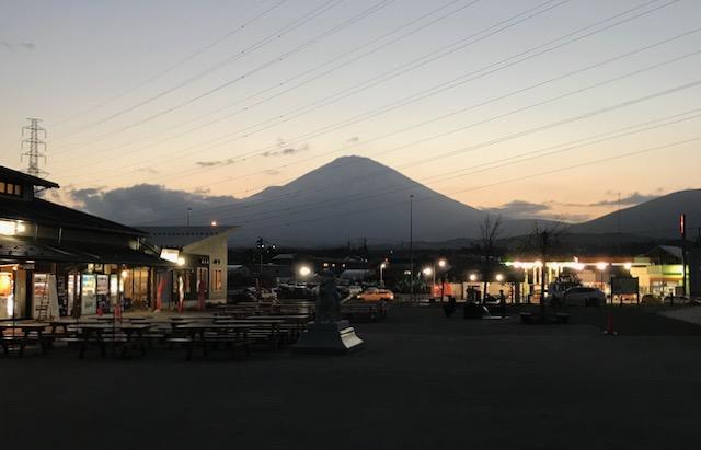 夕暮れの富士山も綺麗ですね!