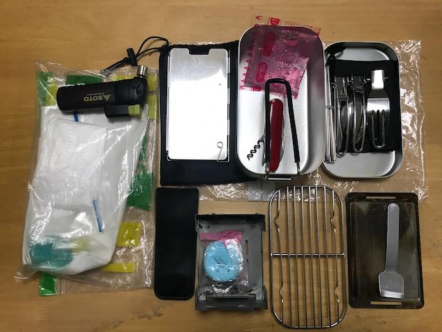 メスティンセット一式は保存用ビニール袋に入れてひとまとめにしてあります。