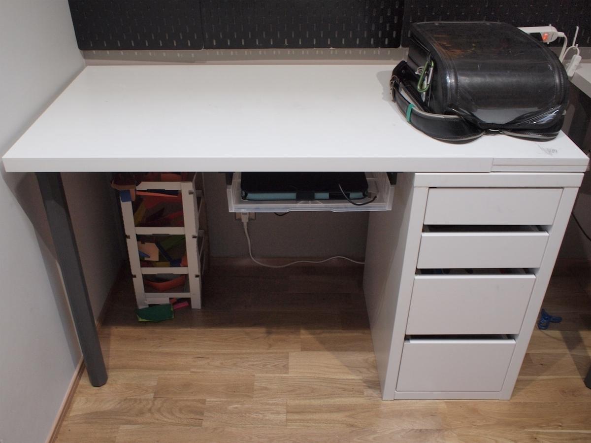 IKEAのテーブルトップ(学習机)とMICKEの引出し収納