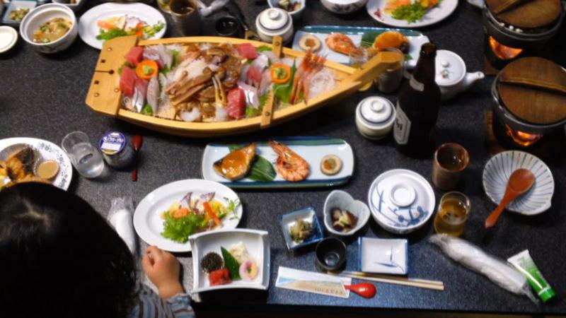 (旅行中の記録)寿司屋&富山市のファミリーパーク、お刺身舟盛り、日本海と立山連峰の画像