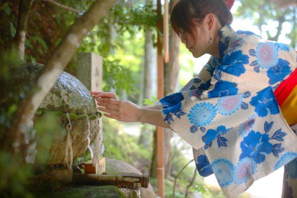 玉造湯神社の願い石
