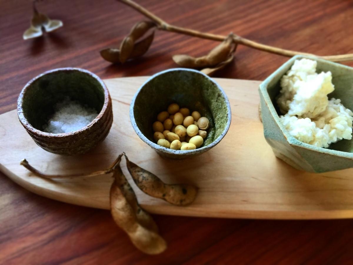 味噌原料。米麹、大豆、塩