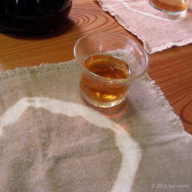 栗の煮汁で草木染め。