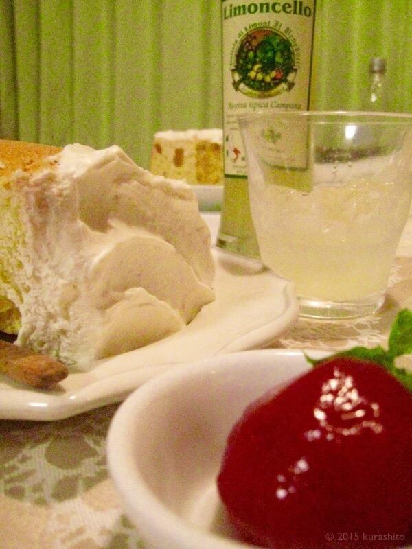 リモンチェッロとシフォンケーキとすもものコンポート
