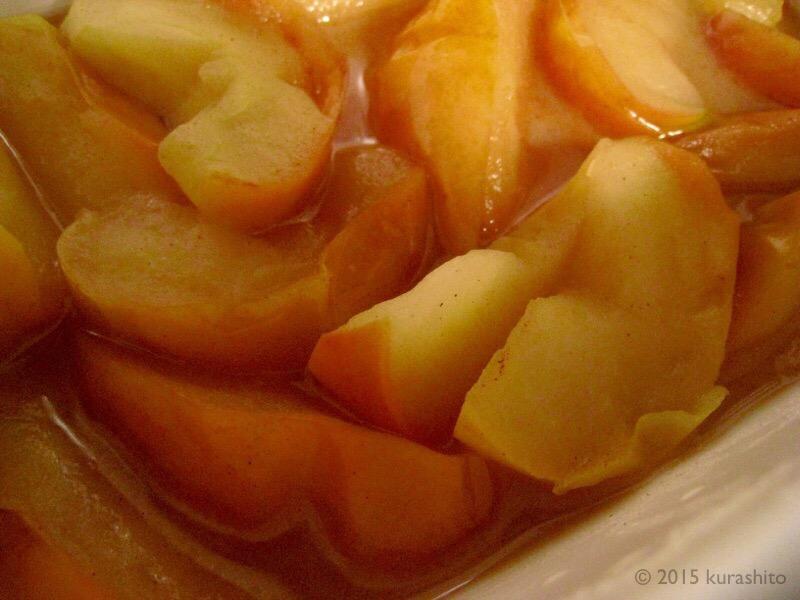 クリスマスに、アイスとろける、りんごのクランブル。