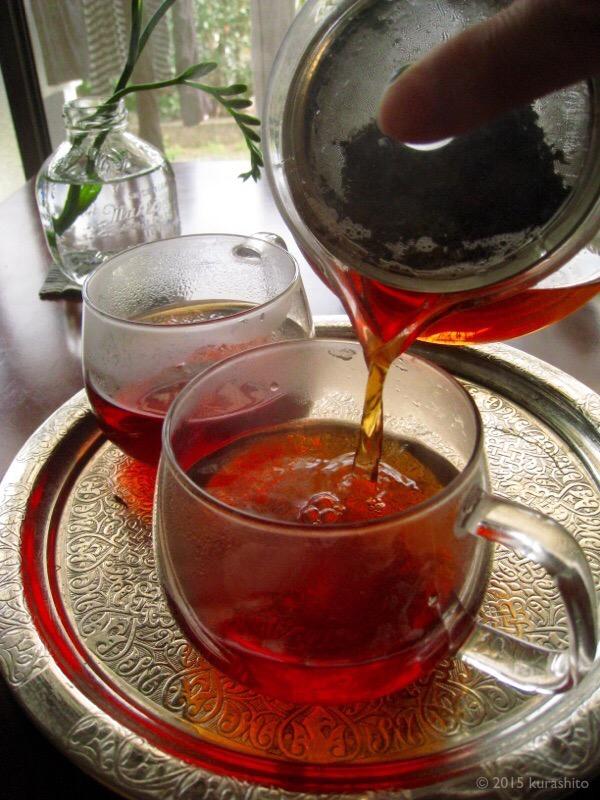 にがり数滴でひと味違う、紅茶。