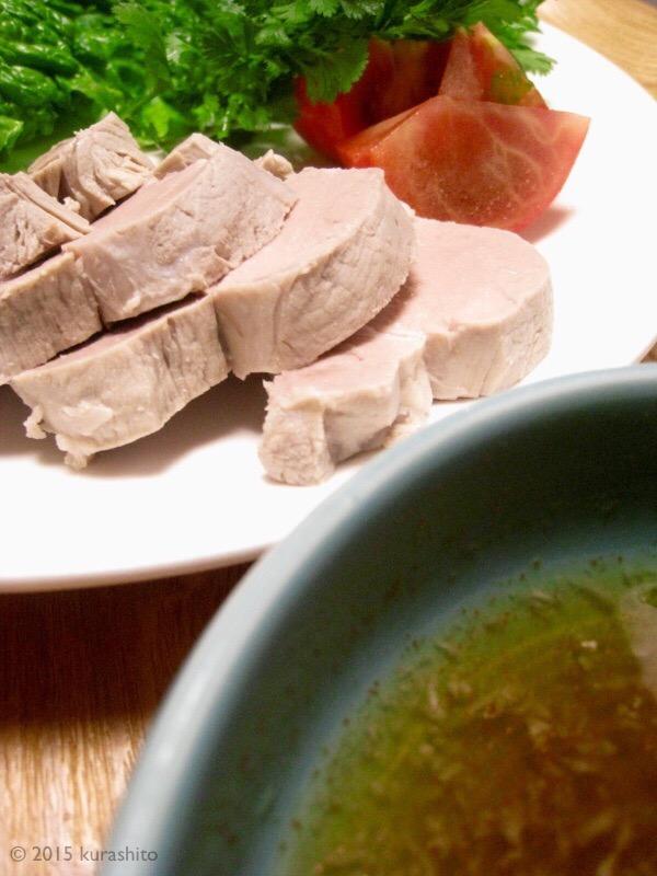 ベトナム風タレで、野菜たっぷり茹で豚。