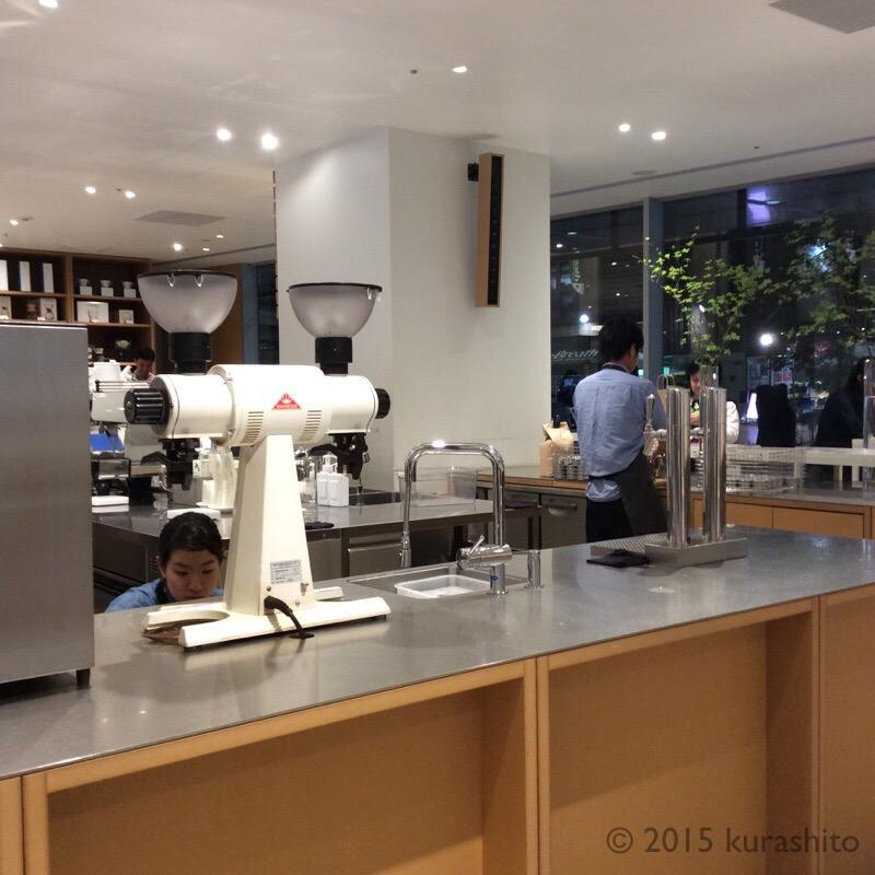 ブルーボトルコーヒー新宿カフェ。