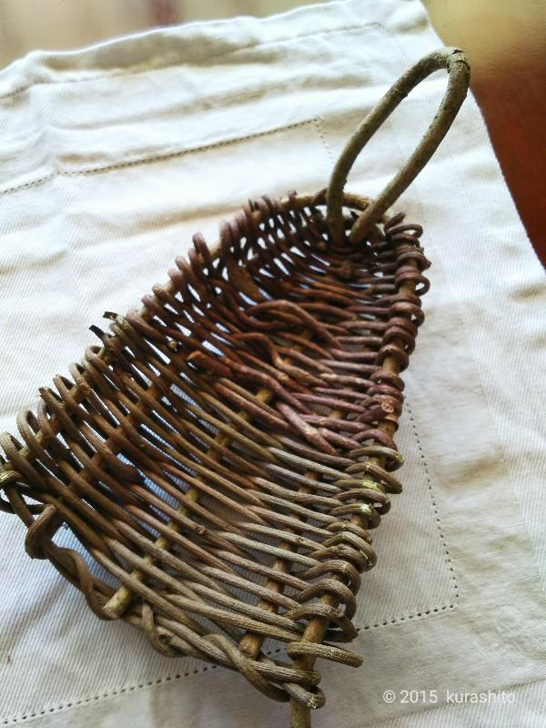 ツヅラで編む小さなカゴ