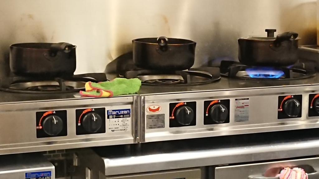 注文後に調理するカレーの鍋