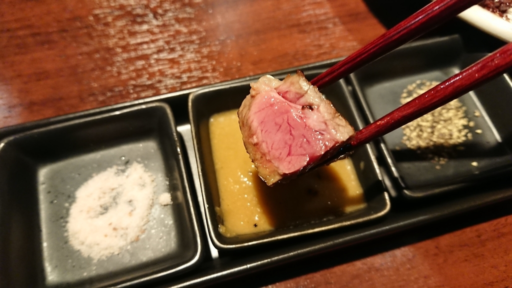 オリジナルソースで食べるステーキ