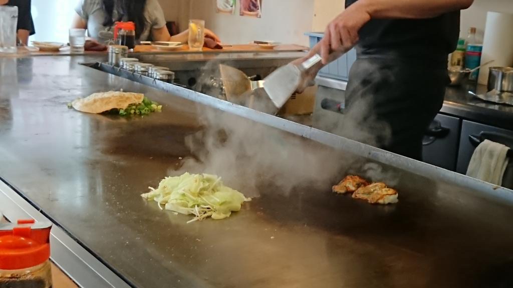 鉄板で焼かれた牡蠣