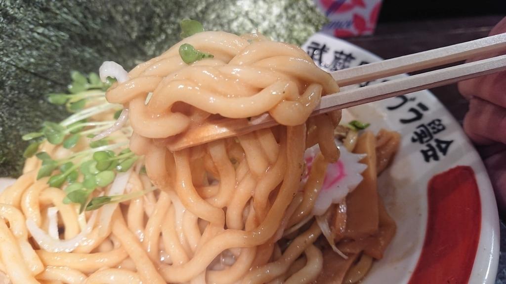 武蔵野油そばの極太麺