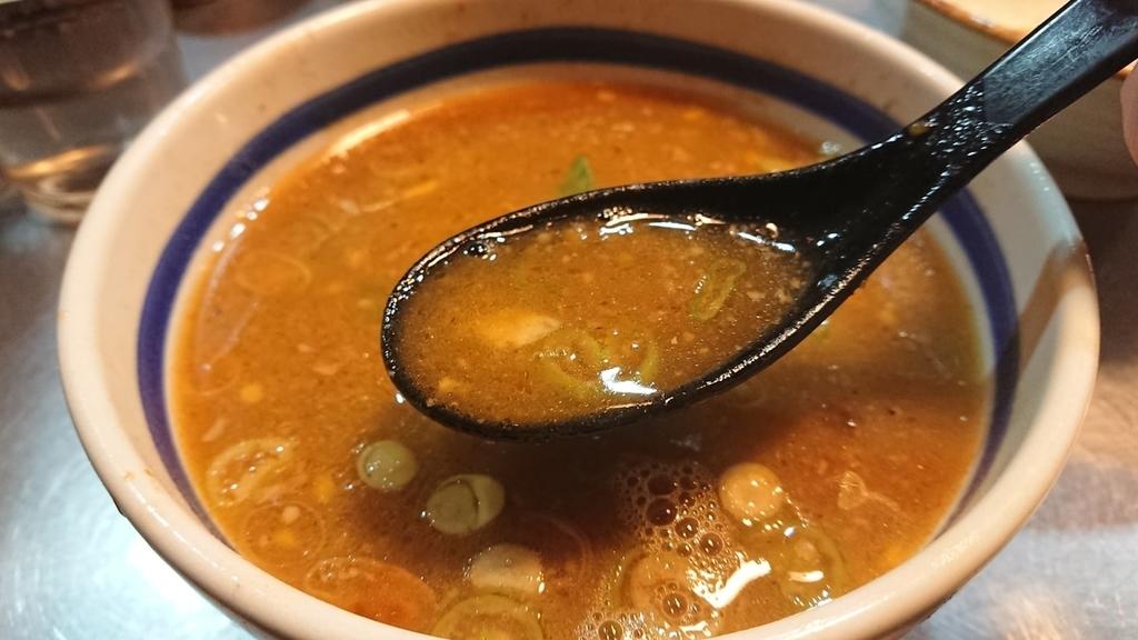 スープ割りでうすめた大勝軒のつけ麵