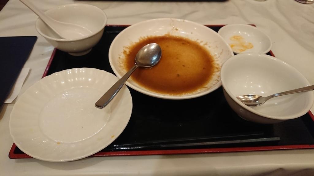 食べ終わった半チャーハンとチンジャオロースの定食