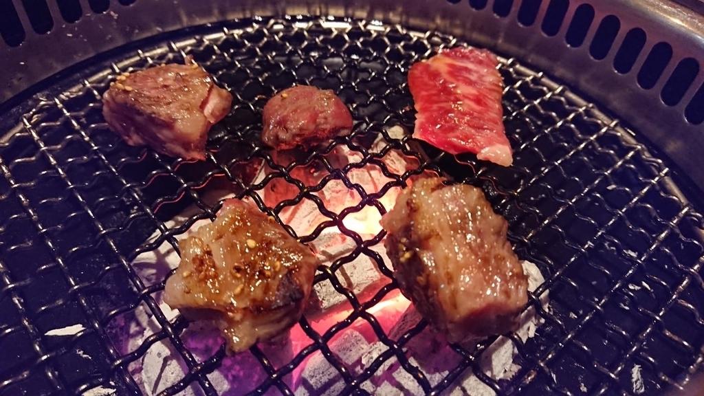 炭火で焼く焼肉