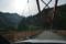 ダム湖を渡る