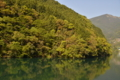 ダム湖に映る