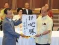 河村建夫自民党選対委員長(左)