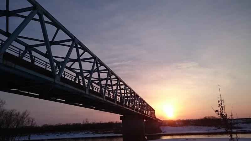 ドリカム「晴れたらいいね」に登場するもぐり橋と夕陽